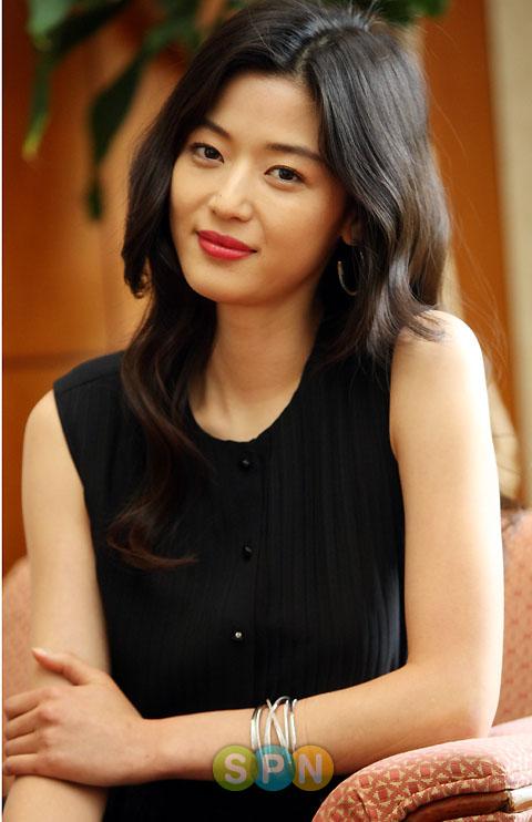 """전지현, """"예쁘게 만나고 있다"""" 공식 입장..결혼은 아직"""