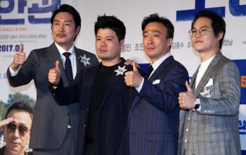 [포토]조진웅-김형주-이성민-김성균 '잘 되게 해주이소'
