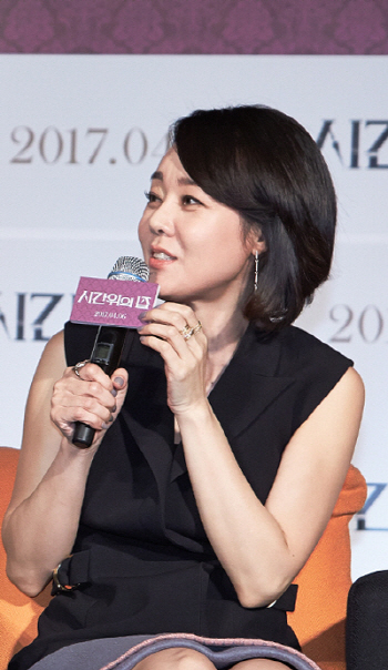 """김윤진 """"1인2역, 이보다 독특한 모성 연기 없을 것"""""""