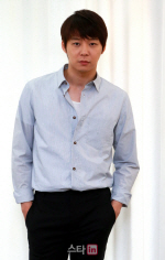 박유천, 묵묵부답 퇴근… 결혼설 언급 없었다