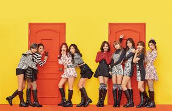[JYP 주가급등]①트와이스 日 진출…소시·카라 아성 도전