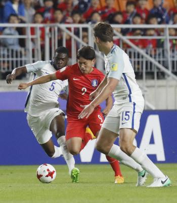 '3-5-2' 들고 나온 신태용호, 잉글랜드와 0-0 전반 마감
