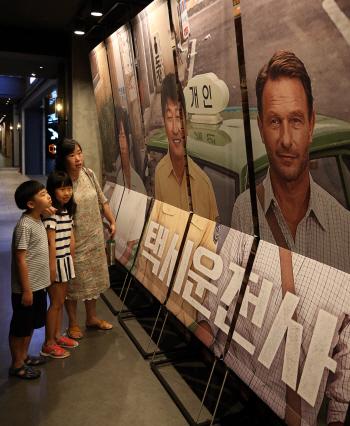 [포토]5.18 다룬 영화 '택시운전사', 1000만 돌파