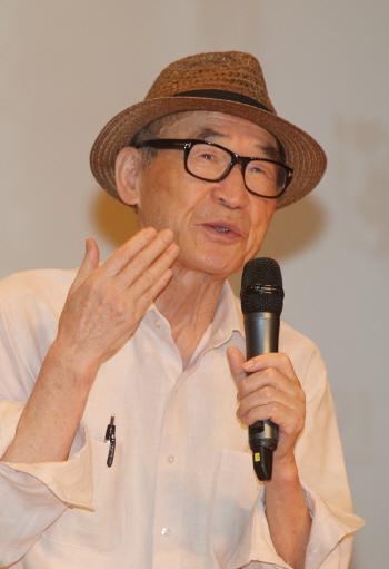 '한국 문학계 거목' 고은 시인, kt 홈경기 시구 던진다