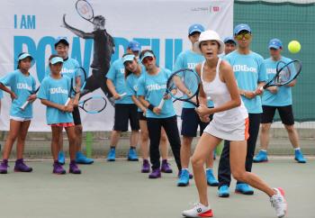 [포토]원 포인트 레슨하는 전 국대 테니스 선수 전미라