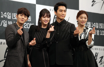[포토]김동준-고아라-송승헌-이엘 '블랙, 많은 사랑 바랍니다'