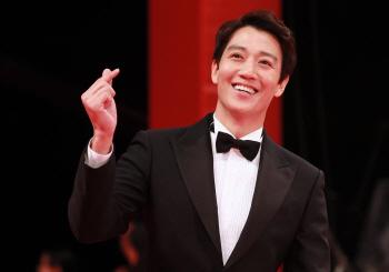 [포토]배우 김래원, '웃으면 복이와요'