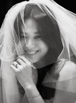 [포토] 송혜교, 면사포 쓰고 미소 활짝