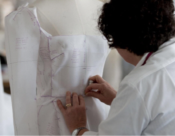[포토]디오르 장인이 한땀 한땀 만든 '송혜교 드레스'