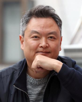 """`흙수저 영화의 승리` 강윤성 감독 """"17년 희망고문 보상받은 듯""""(인터뷰)"""