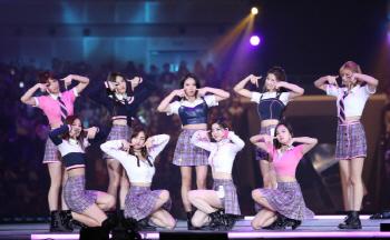 `2017 MAMA` 트와이스, 2년 연속 대상…워너원 신인상(종합)