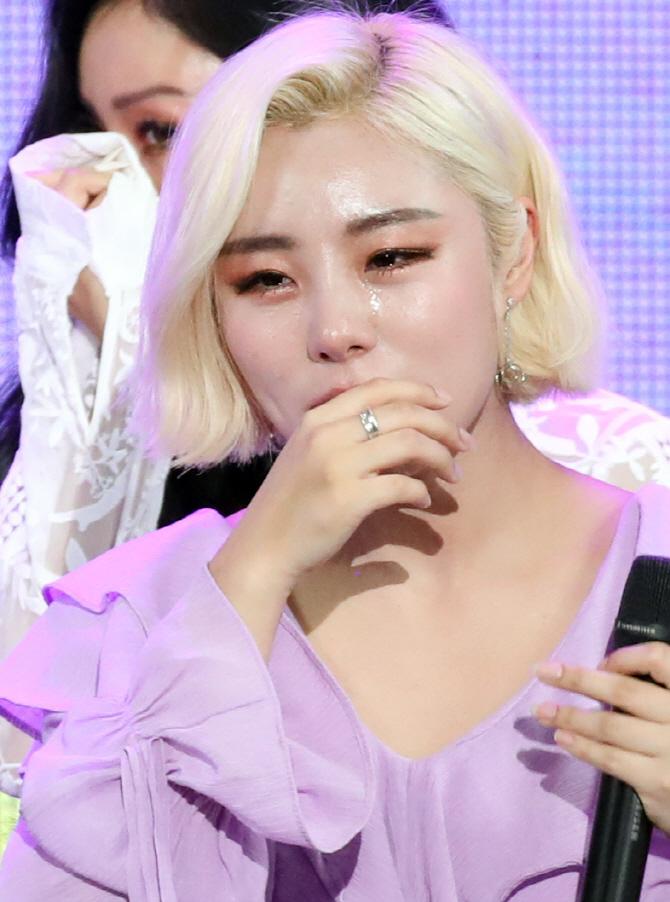 마마무 휘인, '더쇼' 1위에 쏟아지는 눈물