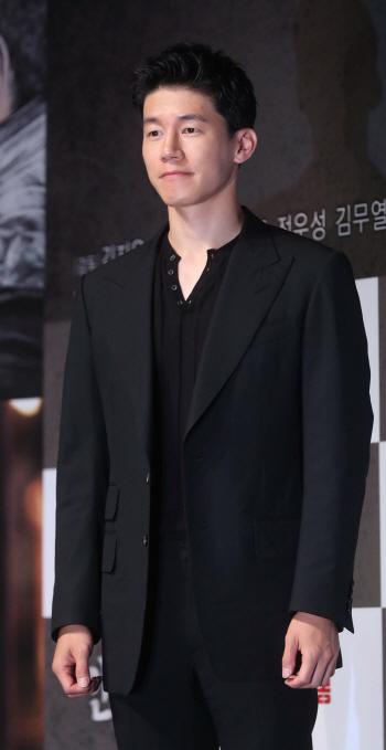 [포토]김무열 '남성미 가득'