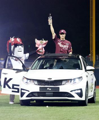 '2홈런 4타점' 김하성, 호잉 1표 차로 제치고 '미스터 올스타'