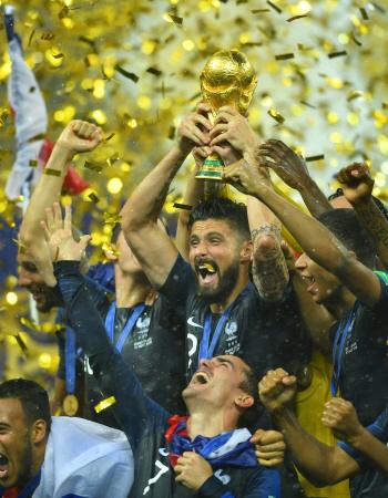 프랑스, 크로아티아에 4-2 완승...20년 만에 월드컵 정상 등극