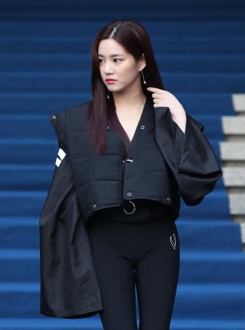 이유비, 군복 벗고 패션위크로~