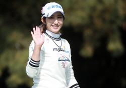 [포토] 배선우 'KB금융 스타챔피언십 우승 기대해주세요'
