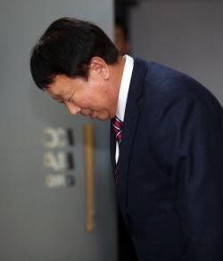 """선동열 감독 자진사퇴 """"이제 때가 됐다...국정감사로 마음 굳혀"""""""
