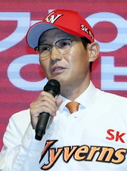 """염경엽 SK 신임감독 """"FA 최정·이재원 반드시 잡겠다"""""""