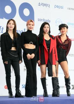 """RBW, 팬덤 '보이콧'에 콘서트 팬투표로 결정…""""상처 드려 죄송"""""""