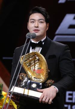 [골든글러브]넥센 박병호, 4년 만에 1루수 부문 수상...통산 4번째