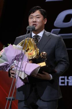 [골든글러브]KIA 안치홍, 2년 연속 2루수 부문 수상