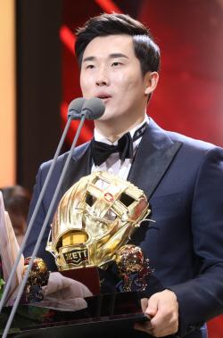 """""""가정에서도 GG받겠다"""" 두산 허경민, 3루수 수상"""