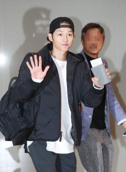 송중기, 송혜교와 결혼 후 첫 공식 포착