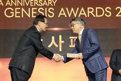 [포토] 감사패 받는 문화일보 최명식 기자