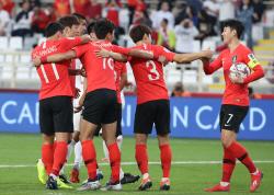 [아시안컵]'손흥민 PK 유도' 벤투호, 中에 1-0 리드 전반 마감
