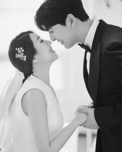 """""""행복한 예비부부""""…이필모♥서수연, 웨딩화보 공개"""