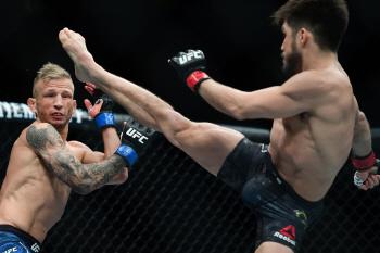 [포토] 'UFC' 헨리 세주도의 킥에 TJ 딜라쇼 '굴욕샷'