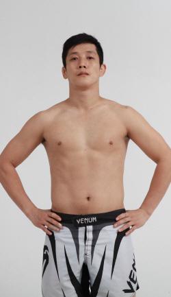 '태권파이터' 홍영기, 로블로 딛고 잘 싸웠지만 아쉬운 TKO패