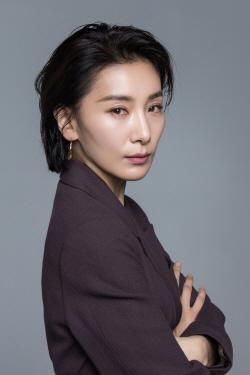 배우 김서형-진선규, 두산베어스 개막 2연전 시구 던진다