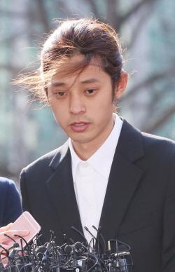 '불법촬영' 정준영·버닝썬 직원, 구속영장 신청