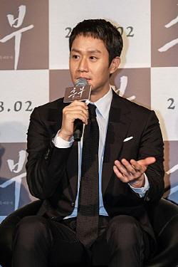 천명관 작가 첫 연출작 '뜨거운피'…정우 캐스팅