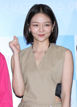 이솜, 살짝 드러낸 예쁜 허리라인