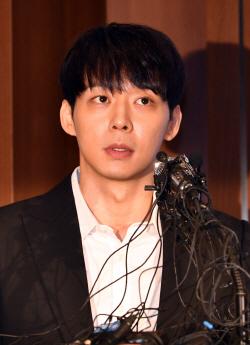 경찰, 박유천 사전구속영장 신청…'마약 투약 혐의'
