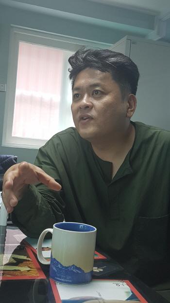 '엑시트', 약체 예상 뒤집은 비결은 유쾌한 재난(인터뷰)