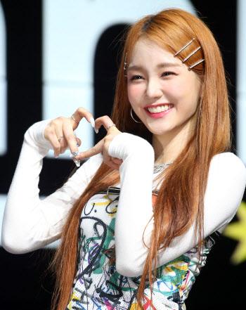 [포토]걸그룹 우아 나나, '많이 사랑해주세요!'