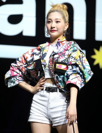 [포토]걸그룹 우아 민서, '섹시하게'