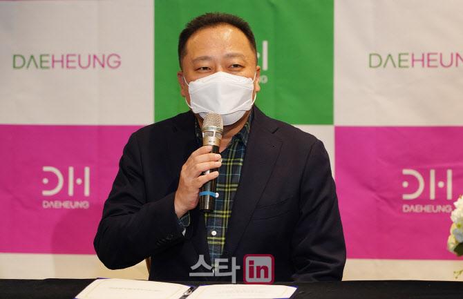 [포토]인사말하는 김정우 대표