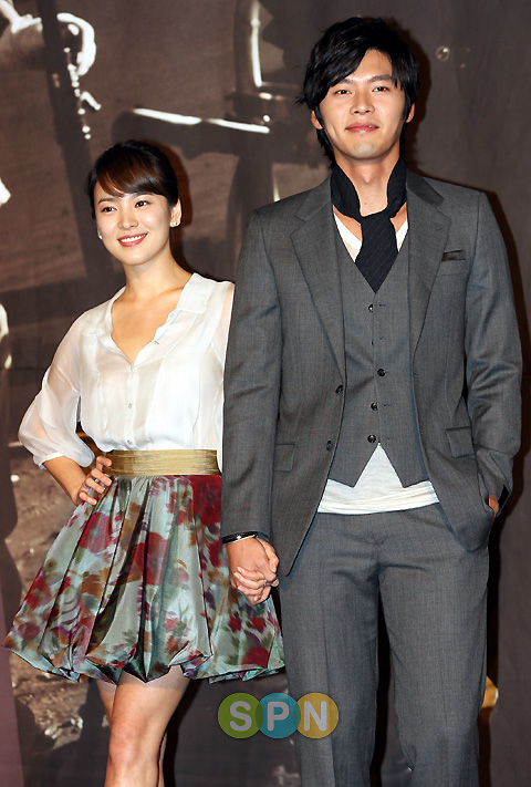 huynbin amp song hye kyo at the world they live in press