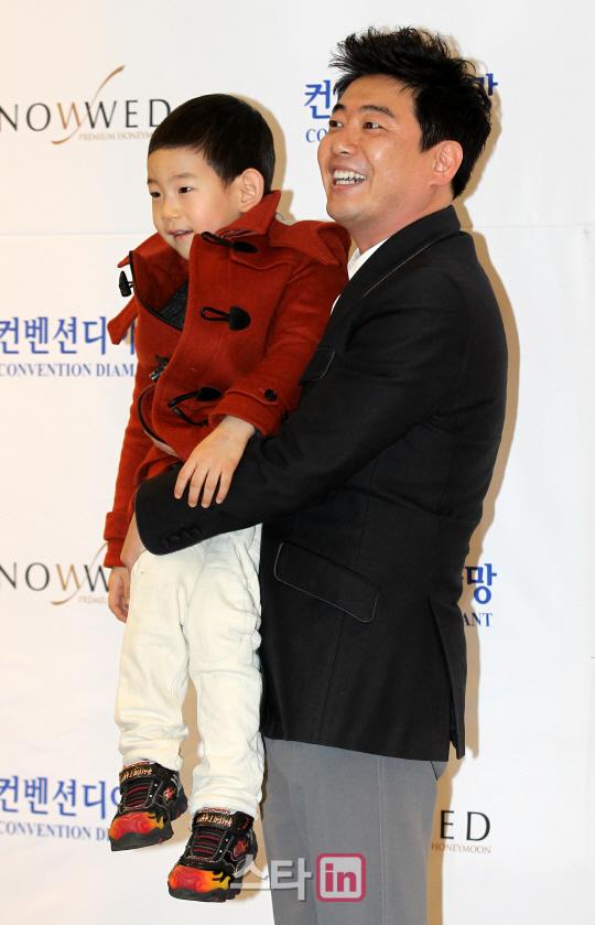 姜虎东儿子_姜虎东的老婆照片_马伊琍前夫的儿子是 ...