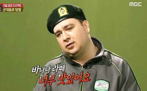 """'진짜 사나이' 샘 해밍턴 """"250원 바나나라떼 정말 맛있어"""" 극찬"""