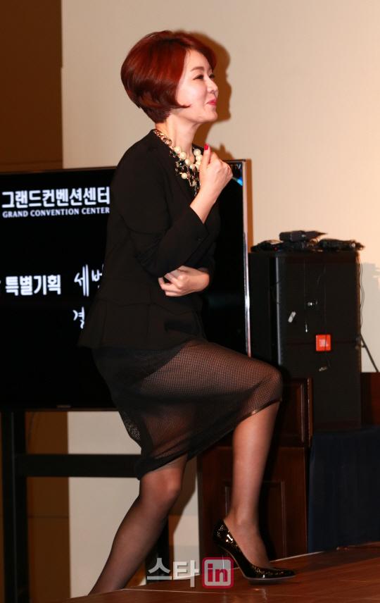 이데일리 - [포토]김정난 '아찔한 시스루룩' Daily Mail