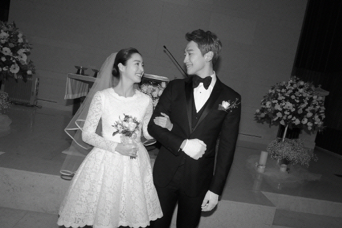 비♥김태희, 오늘(22일) 발리로 신혼여행 떠난다