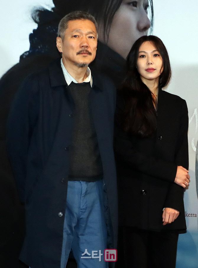 홍상수 감독·김민희 `저희 둘 사랑하는 사이다` 관계 인정