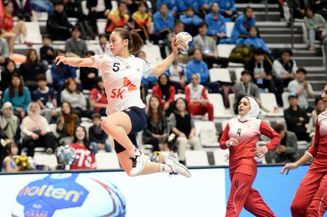한국 여자핸드볼, 약체 이란에 대승...亞선수권 4강행