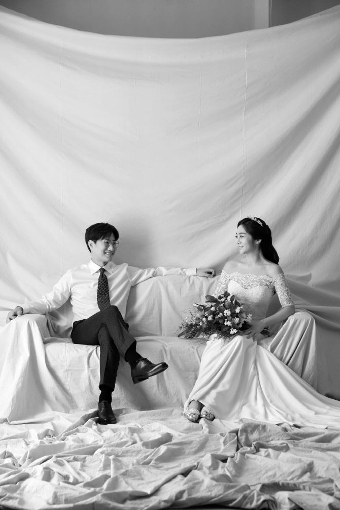 """[포토]'결혼' 조우종♥정다운 아나, """"잘 살겠습니다~"""""""